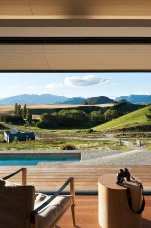 façade terrasse & vue panoramique paysage - modernist-style-house par Herriot+Melhuish Architecture - Central Otago, Nouvelle-Zelande