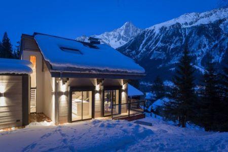façade toit enneigé - chalet-dag par Chevalier Architectes - Chamonix, France