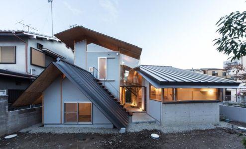 façade cour intérieure - Eaves-House par Y Plus M Design - Kyoto, Japon