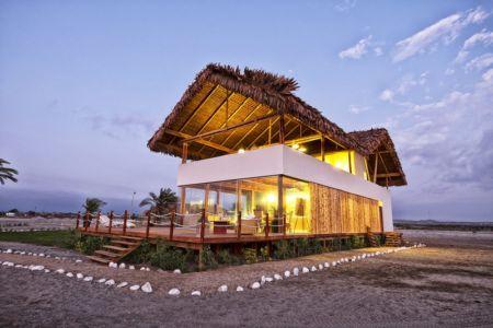 façade trois-quart de nuit - House in Playa del Carmen par YUPANA Arquitectos - Chincha Alta, Pérou