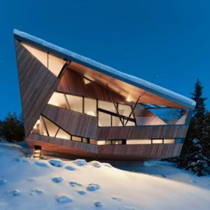 façade vallée de nuit - Hadaway house par Patkau architects - Whistler valley, Canada