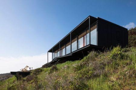 façade vitrée - Remote-House par Felipe Assadi - Pichicuy, Chili