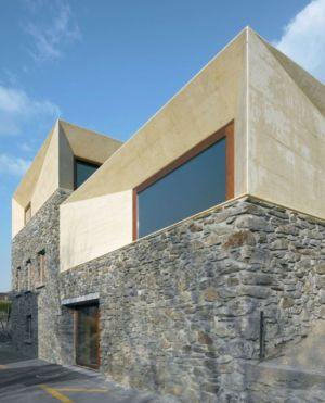 façade vitrée entrée - House-transformation par clavienrossier architects - Suisse