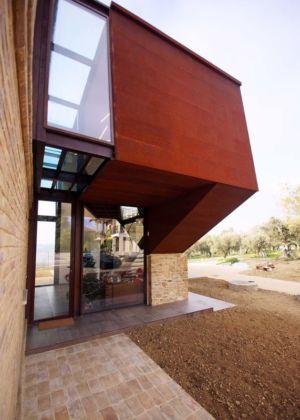 façade vitrée entrée - Recupero-casa par Rocco Valentini - Chieti, Italie
