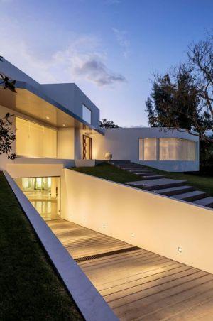Façade Entrée - Maison Forme T Par Diego Guayasamin - Quito, Equateur