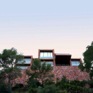 façade panorama - Paz & Comedias House par Ramon Esteve - Sagunt, Espagne