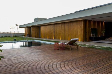 Façade Terrasse Bois & Piscine - MCNY-House Par Mf Arquitetos - Franca, Bresil