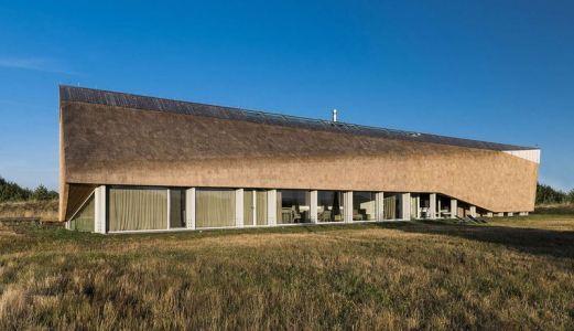 Façade Vitrée & Toiture Sinueuse - Dune-House Par Archispektras - Lettonie