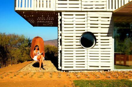 fauteuil autoportant - Infiniski Manifesto House par james&mau arquitectura - Curacaví, Chili - photo Antonio Corcuera