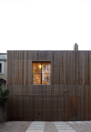 façade garage - maison bois contemporaine par Avenier Cornejo - Orsay, France