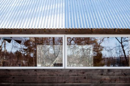 grande fenêtre & toiture tôles ondulée - femunden par Aslak Haanhuus Arkiekter - Femund, Norvege