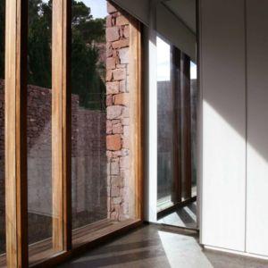 fenêtre_en_bois_-_Paz_&_Comedias_House_par_Ramon_Esteve_-_Sagunt,_Espagne