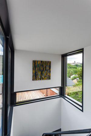 fenêtres étage - maison bois par Hugues Tournier - Cardaillac, France