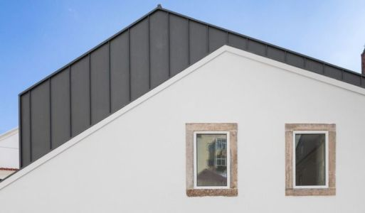 surélévation de côté - Single-Family-House par Humberto Conde - Lisbonne, Portugal
