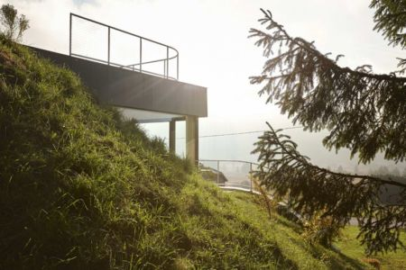flanc de montage - House-Hillside par JDS Architects - France