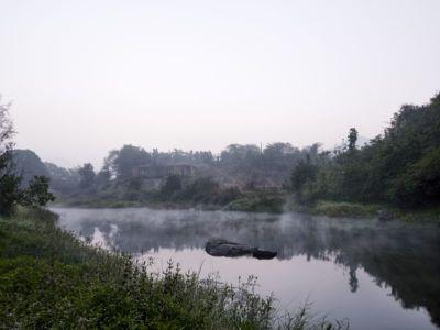 fleuve près de la maison - Riparian-House - Architecture Brio - Karjat, Inde