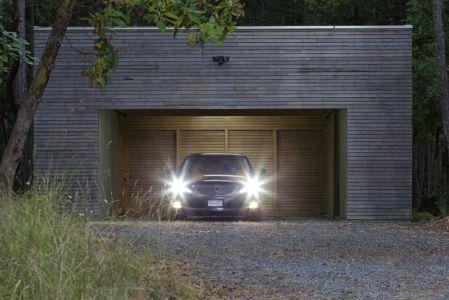 garage - Ridge House par Marko Simcic et Brian Broster - Pender Island, Canada
