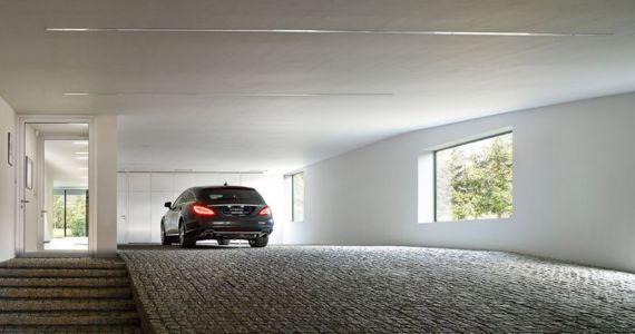 garage & entrée intérieur - Autofamily House - Robert Konieczny-KWK Promes - Pologne