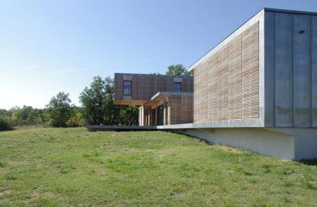 garage et maison - Maison l'Estelle par François Primault architecte - Moirax, France
