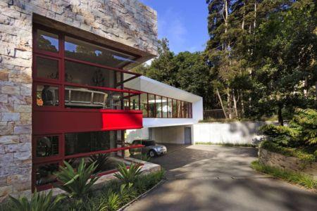 garage sous maison - chinkara house par Soliscolomer y asociados - guatemala