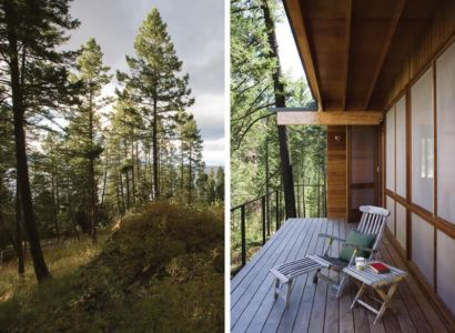 gauche-arbres de pins-droite- balcon terrasse bois - Cabin-Flathead-Lake par Anderson Wise Architects - Montana, USA
