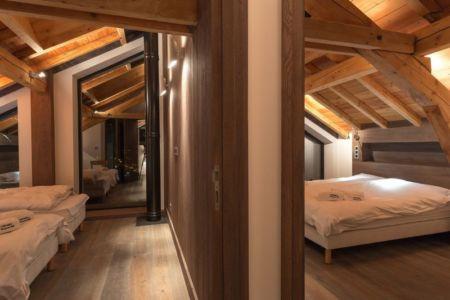 gauche-chambre double lit-droite-chambre principale - Chalet-Dag par Chevalier Architectes - France