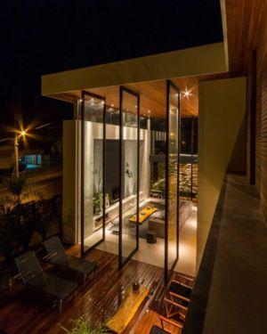 grande baie vitrée - House in Londrina by Spagnuolo Arquitetura