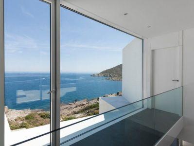 grande baie vitrée étage - Sunflower House par Cadaval & Solà-Morales - Gérone, Espagne