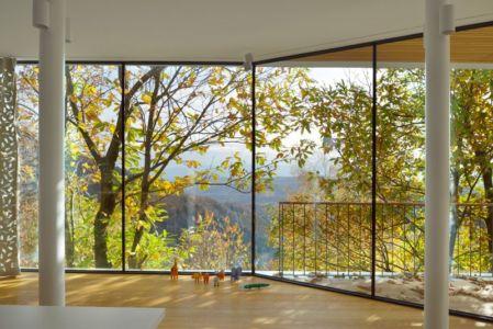 grande baie vitrée coulissante - Hillside-Home par Multiplan Arhiteki - Ljubljana,Slovénie
