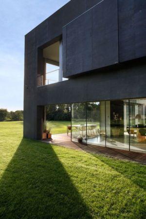 grande baie vitrée - safe-house par Robert Konieczny – KWK Promes - Varsovie, Pologne