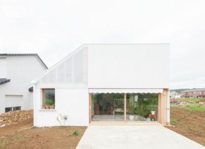 grande baie vitrée entrée - Individual-Hangar par Gens Association Libérale Architecture, France