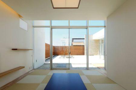 grande baie vitrée entrée - YAM par ks-architects - Nagoya, Japon