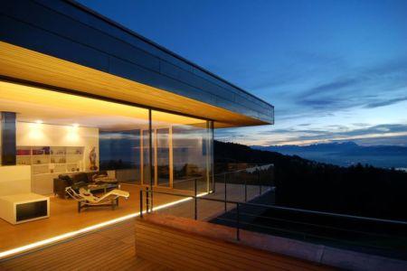 grande baie vitrée & terrasse balcon - house-dornbirn par KM Architektur en Suisse