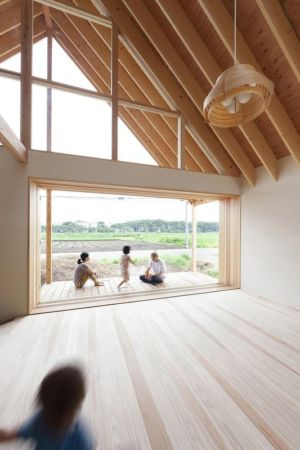 grande ouverture vers l'extérieur - Gabled-Roof par Tailored Design Lab - Kawagoe, Japon