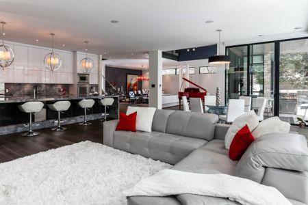 grande pièce de vie - Ashley Park House par Barroso Homes - Toronto, Canada
