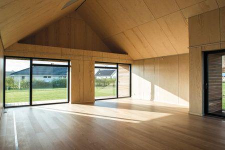 grande pièce de vie - La Casa de Libre Mantenimiento par Arkitema Architects  - Danemark