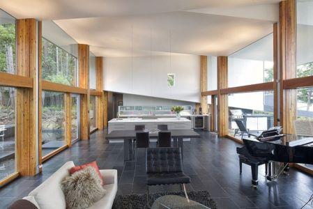 grande pièce de vie - Ridge House par Marko Simcic et Brian Broster - Pender Island, Canada