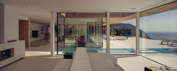 grande pièce de vie - maison réhabilitée par MANO Arquitectura - Begur Espagne