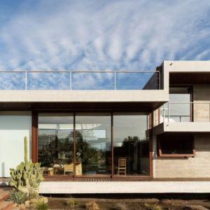 grande porte vitrée entrée - Corredor House par Chauriye Stäger Architects - Santiago, Chili