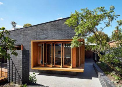 grandes portes bois vitrées - rosebank-make par MAKE - Melbourne, Australie