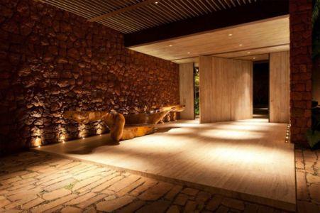 hall d'entrée - Nova Lima House par Saraiva associados - Nova Lima, Brésil - photo Rafael Carrieri
