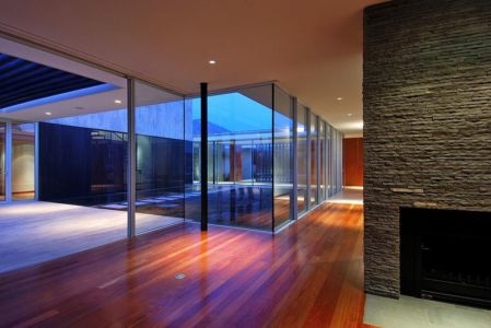 hall d'entrée et patio - Kübler House par 57STUDIO - Stgo, Chili