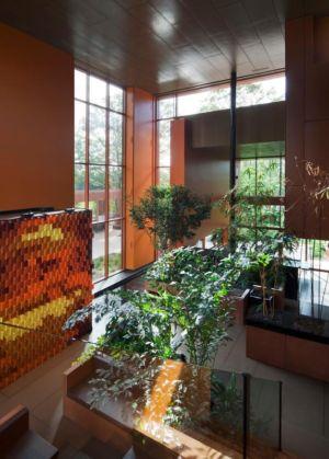 hall d'entrée végétalisé - Terre et Eau par Blouin Tardif Architecture - Rigaud, Canada