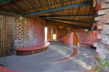 hall entrée - Brick House par iStudio architecture - Wada, Inde