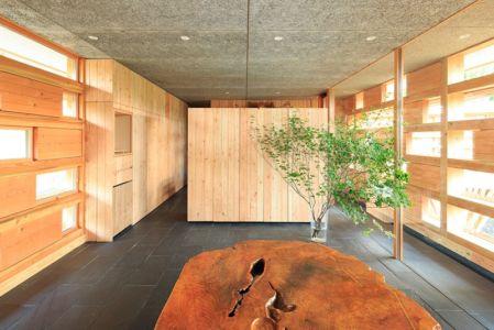 hall entrée - House In Itsuura par Life Style Koubou - Ibaraki Prefecture, Japon