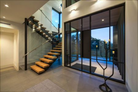 hall entrée - Waterfall-House par Dick Clark + Associates. - Austin, Usa