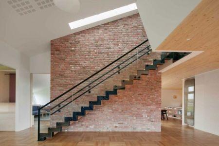 hall entrée et escalier - ZEB Pilot House par Snøhetta - Larvik, Norvège