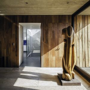hall entrée et sculpture - SH House par 01arq - La Dehesa, Chili