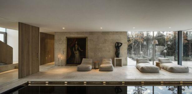 hall et piscine - Vivienda en Son Vida par Negre Studio & Rambla 9 Arquitectura - Palma de Majorque, Espagne