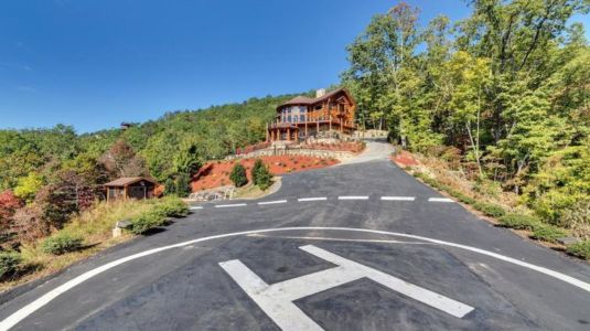 heliport - Mountain-Top-Manor - Blue Ridge, Georgie